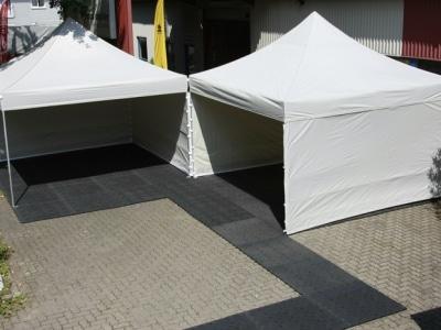 Messezelt mit Zeltboden wertet auf