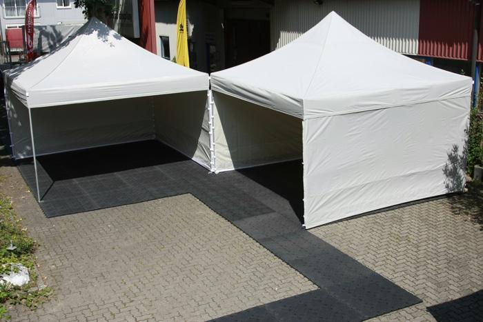 Verkaufsstand mit Zeltboden wertet auf